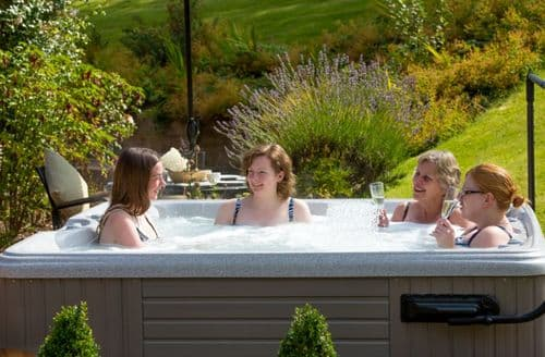 Last Minute Cottages - Holt Farm Cottages S99714