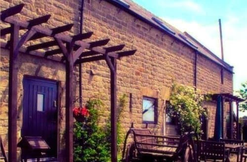 Last Minute Cottages - Holestone Moor Barns Luxury Holiday Cottages   The Steadings S99728