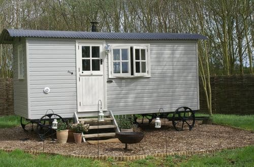 Last Minute Cottages - The Woodland Hut at Swallow's Nest S99768