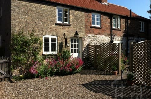 Last Minute Cottages - Nordham Cottages   Horseshoe S99822