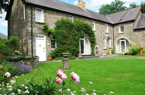 Last Minute Cottages - Waunifor Holiday Cottages - Coach House Mews S99874