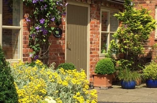Last Minute Cottages - Upper Rectory Farm Cottages   Sleeps 2 3 S99882