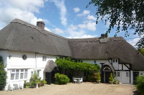Last Minute Cottages - Burgate Farmhouse   Little Thatch S99922