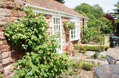 Last Minute Cottages - Woodcombe Lodges   Cherry Tree Lodge S100008