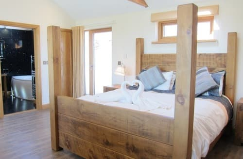 Last Minute Cottages - Wooldown Holiday Cottages   Stargazey S100046