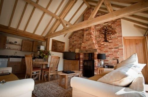Last Minute Cottages - Poppinghole Farm Cottages   Lovers' Retreat  S100067