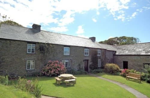 Last Minute Cottages - Fentrigan Manor Farm &  Holiday Cottages - Sleeps 8-11 S100142