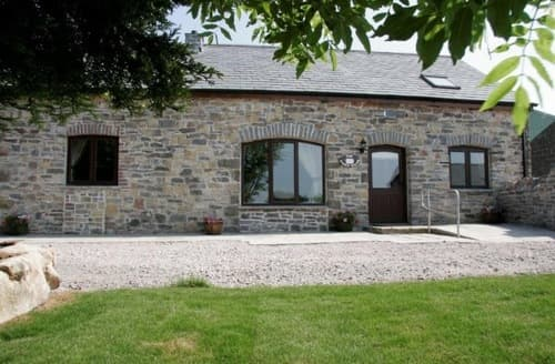 Last Minute Cottages - Tytanglwyst Farm Holiday Cottages   The Granary S100147