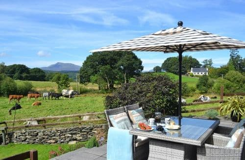 Last Minute Cottages - Llannerch Goch Luxury Cottages   Tryfan S100217