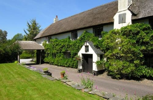 Last Minute Cottages - Duddings Country Cottages   Luccombe Cottage S100261