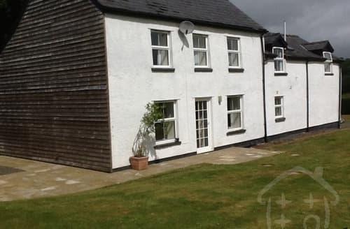 Last Minute Cottages - Cefn Cottages - The Hendre Farmhouse S100317