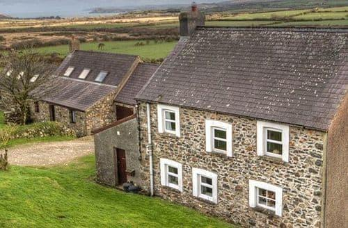 Last Minute Cottages - Y Bwthyn, Cnwc Y Bran And Garnllys   Garnllys Farmhouse S100324