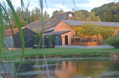 Last Minute Cottages - Suffolk Retreats   Large Yurt 1 S100351
