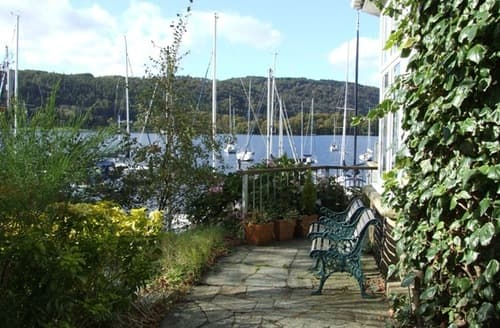 Last Minute Cottages - Windermere Lake Holidays   Lakeside Studio S100360