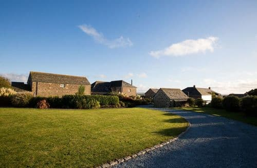 Last Minute Cottages - Mesmear Luxury Cottages   The Tractor Shed S100372