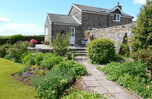Last Minute Cottages - Monmouthshire Holiday Cottage & Barn   Dolly's Barn S100502