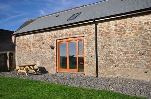 Last Minute Cottages - Montgomery Barn and Hastings Barn S100524