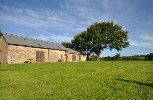 Last Minute Cottages - Molesworth Barn & The Coach House S100563