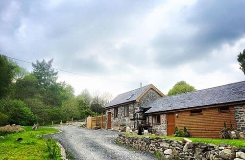 Last Minute Cottages - Nant Awen Getaways - Y Stabl S100587