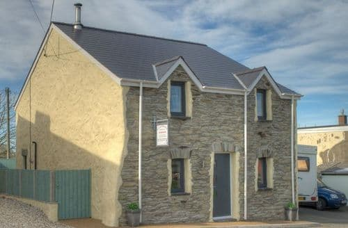 Last Minute Cottages - Ty Canol Holiday Cottage S100614