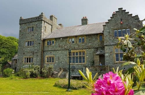 Last Minute Cottages - Plas Mynach