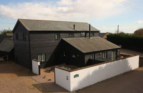 Last Minute Cottages - Lee Wick Farm Cottages & Glamping   Armadilla Pod 3 S100662