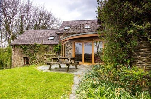 Last Minute Cottages - Ceridwen Centre   Fourth Yurt 16ft S100702