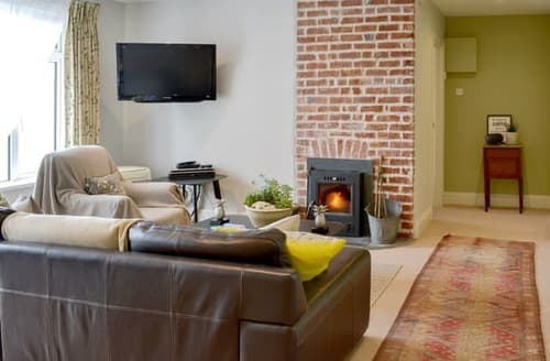 Last Minute Cottages - Cosy Looe Apartment S100792
