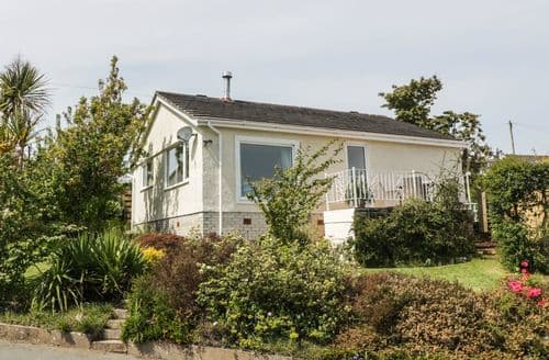 Last Minute Cottages - Tasteful Benllech Cottage S100810