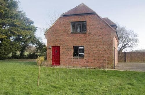 Last Minute Cottages - Gorgeous Sandown Apartment S93780