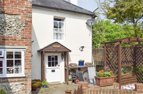 Last Minute Cottages - Superb Chichester Cottage S101041