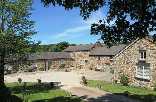 Last Minute Cottages - Rayle Farm - Sleeps 12-15 S101193
