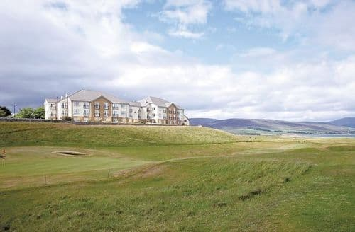 Last Minute Cottages - Golf View
