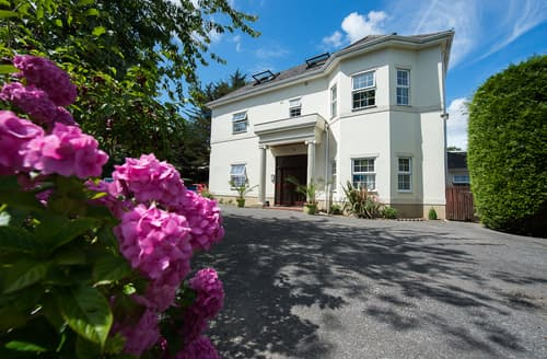 Last Minute Cottages - Flat 6 Regency Court