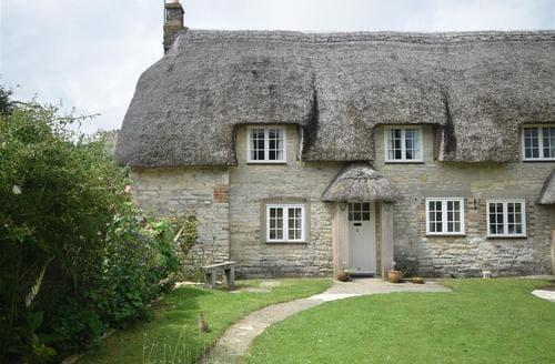 Last Minute Cottages - Beautiful Whitcombe Cottage S102512