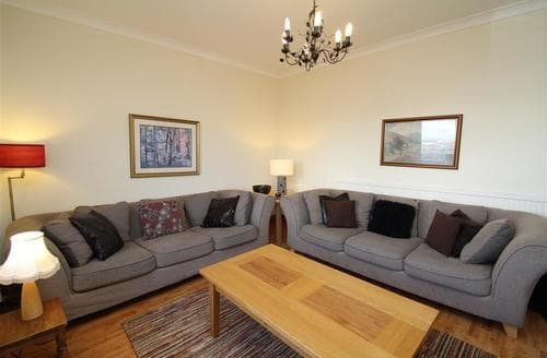 Last Minute Cottages - Charming Mumbles Cottage S102528
