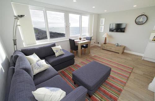 Last Minute Cottages - Splendid Limeslade Apartment S102614