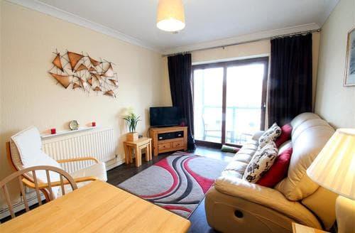 Last Minute Cottages - Quaint Marina Apartment S102649