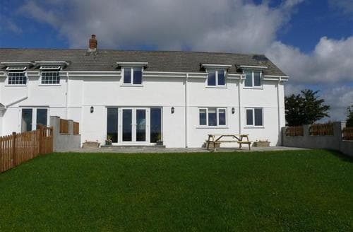 Last Minute Cottages - Cosy North Gower Cottage S102695
