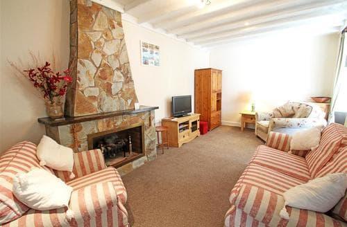 Last Minute Cottages - Gorgeous Mumbles Apartment S102738