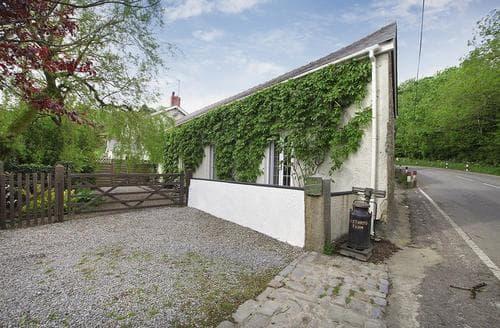Last Minute Cottages - Excellent North Gower Cottage S102748