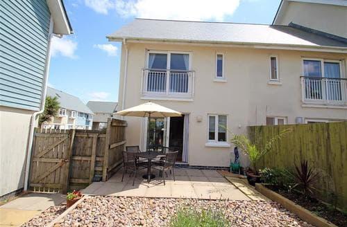 Last Minute Cottages - Cosy Llanelli Cottage S102753