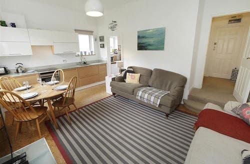 Last Minute Cottages - Beautiful Langland Apartment S102772