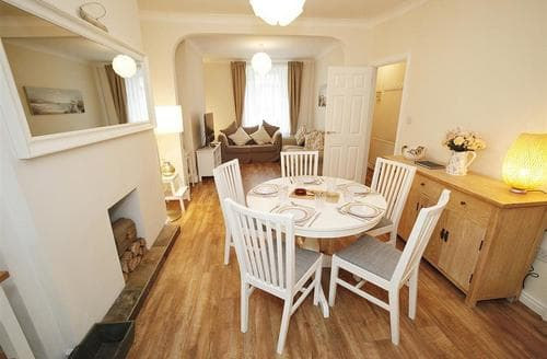 Last Minute Cottages - Cosy Mumbles Cottage S102780