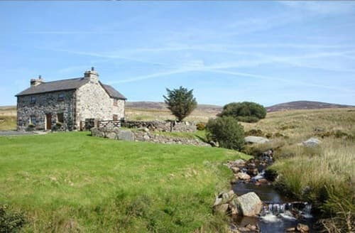 Last Minute Cottages - Ty Nant & Lake View Barn   Ty Nant S102980