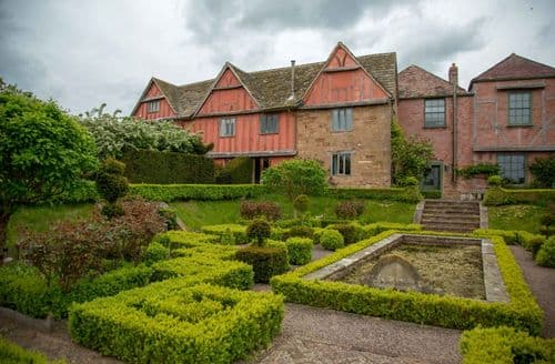 Big Cottages - Pauntley Court   Elinor Fettiplace S103161