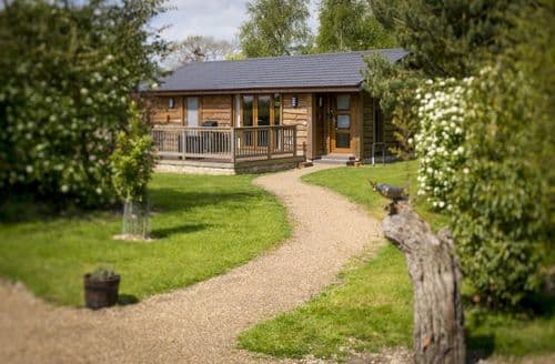 Big Cottages - Wolds Edge Holiday Lodges   Cow Dale Snug Hut S103169