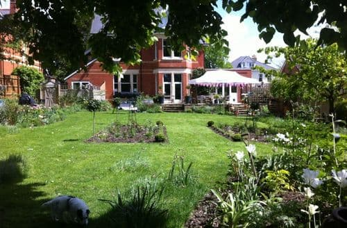 Big Cottages - Cheltenham Short Breaks   The Garden Flat S103256