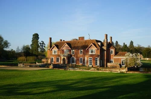 Last Minute Cottages - Boxted Hall S103332