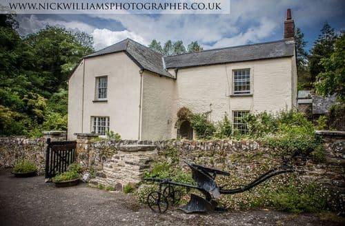Last Minute Cottages - Westcott Barton Farm House